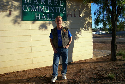 Wayne revisits the Marree Community Hall where he performed with Buddy Williams back on April 30th 1978.