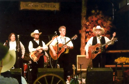15 Oct 2014: - During his recent trip to America, Wayne made a surprise appearance with The Horse Creek Band at Silver Dollar City.